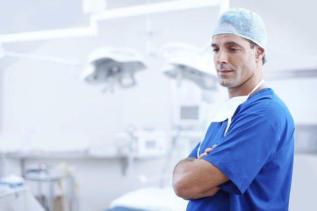 Lékař v modrém