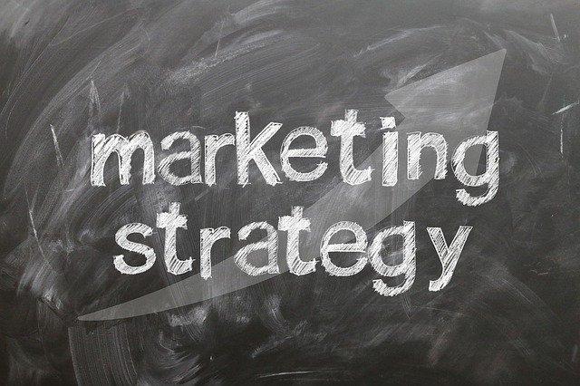 """tabule s nápisem """"marketingový strategie"""""""